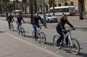 Circulando en bicicleta de pedaleo asistido