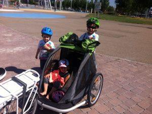 Desplazamiento con niños en remolque de bicicleta